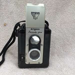 Argus Seventy Five w/case and flash