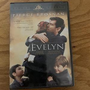 Evelyn (Pierce Brosnan)